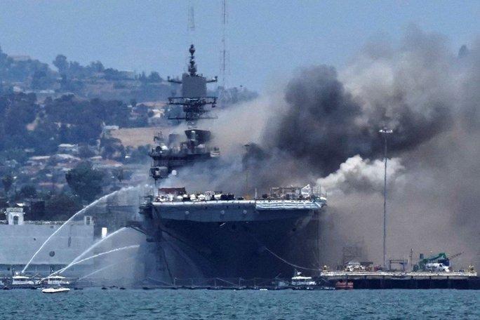 Hải quân Mỹ truy tố thủy thủ đốt tàu chiến tỉ USD - Ảnh 2.