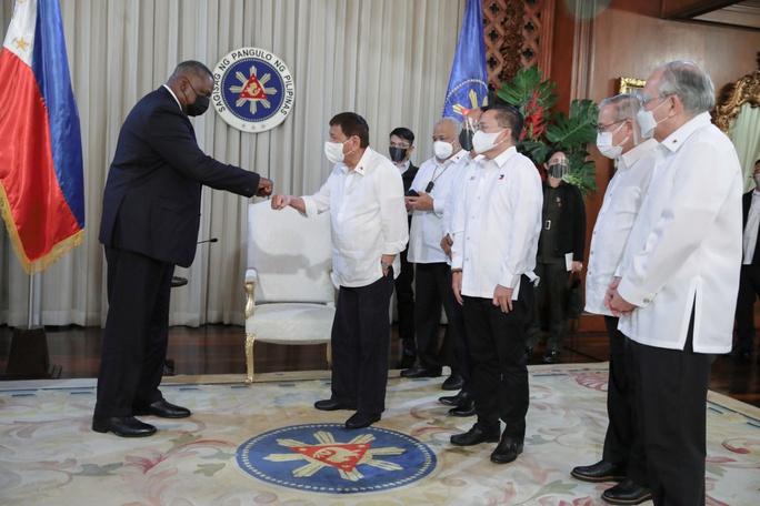 Bộ trưởng Quốc phòng Mỹ và Tổng thống Philippines tránh nhắc đến Trung Quốc? - Ảnh 1.