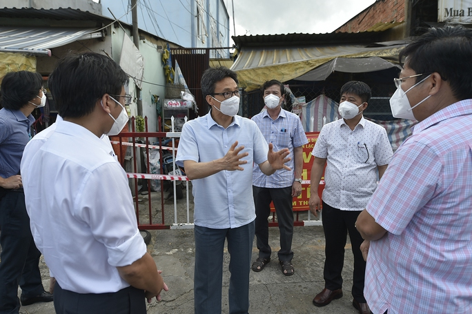 Phó Thủ tướng tha thiết đề nghị các tỉnh nhường vắc-xin cho TP HCM - Ảnh 2.