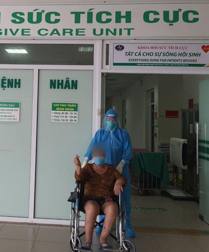 Bệnh nhân Covid-19 nguy kịch được chữa khỏi sau gần 1 tháng điều trị - Ảnh 1.