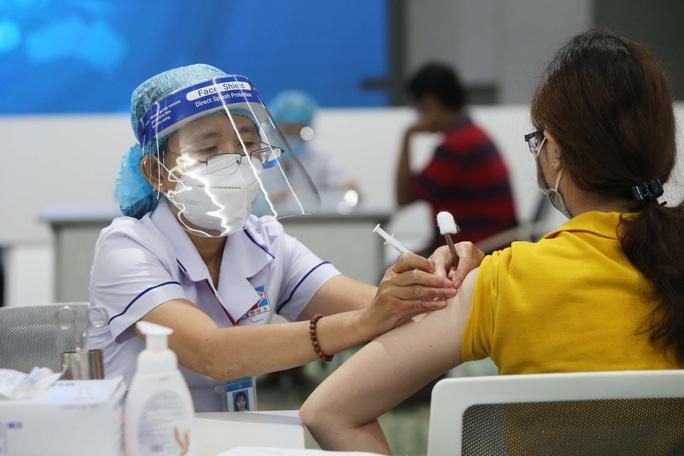 Phó Chủ tịch Dương Anh Đức: Người dân TP HCM trên 18 tuổi sẽ được tiêm vắc-xin phòng Covid-19 - Ảnh 2.