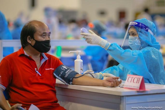 Bộ Y tế thí điểm rút gọn quy trình tiêm vắc-xin Covid-19 tại TP HCM - Ảnh 1.