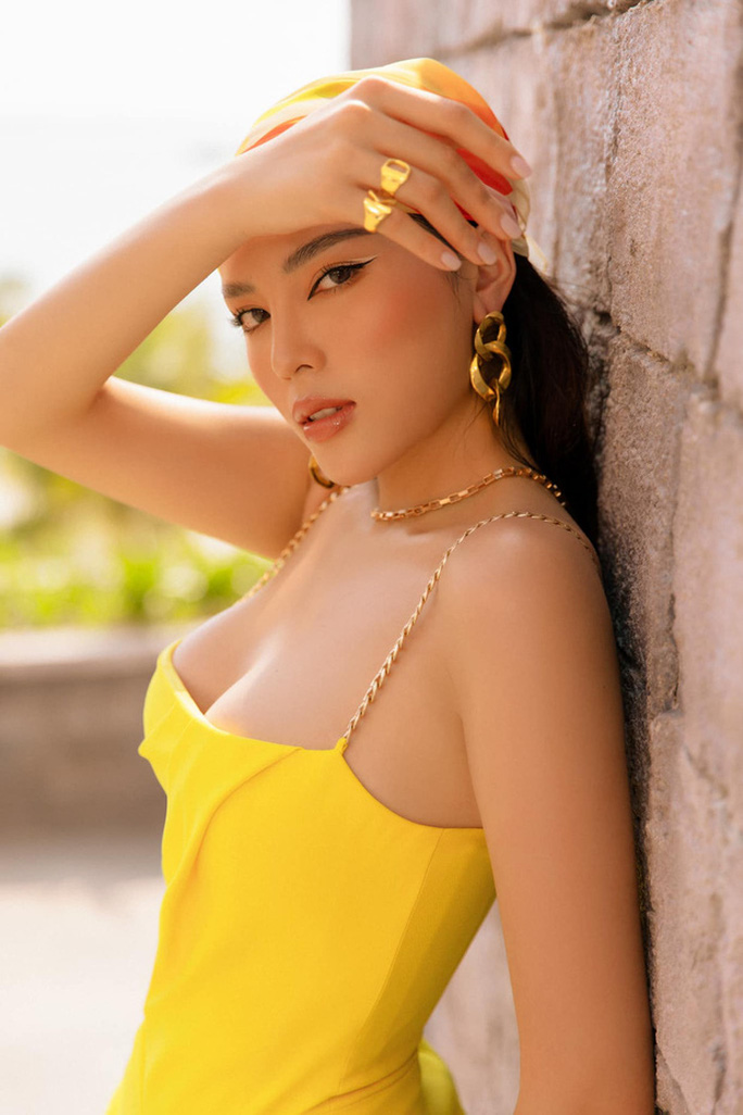 Hoa hậu Kỳ Duyên lại bị chê vì ăn mặc phóng khoáng - Ảnh 10.