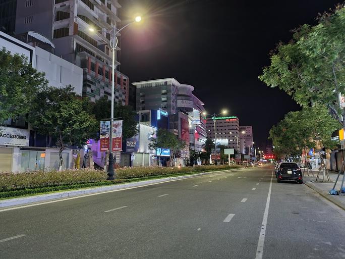 Đà Nẵng lập nhiều chốt kiểm soát, đường phố vắng người đi lại - Ảnh 13.