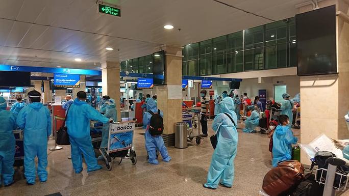 Quảng Nam tiếp tục đón đồng hương về quê bằng ôtô, máy bay - Ảnh 4.