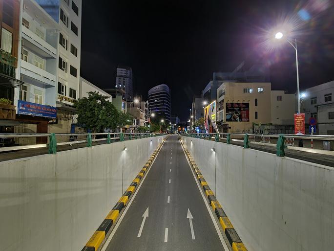 Đà Nẵng lập nhiều chốt kiểm soát, đường phố vắng người đi lại - Ảnh 14.