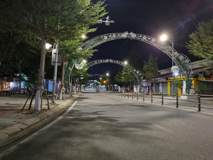 Đà Nẵng lập nhiều chốt kiểm soát, đường phố vắng người đi lại - Ảnh 10.