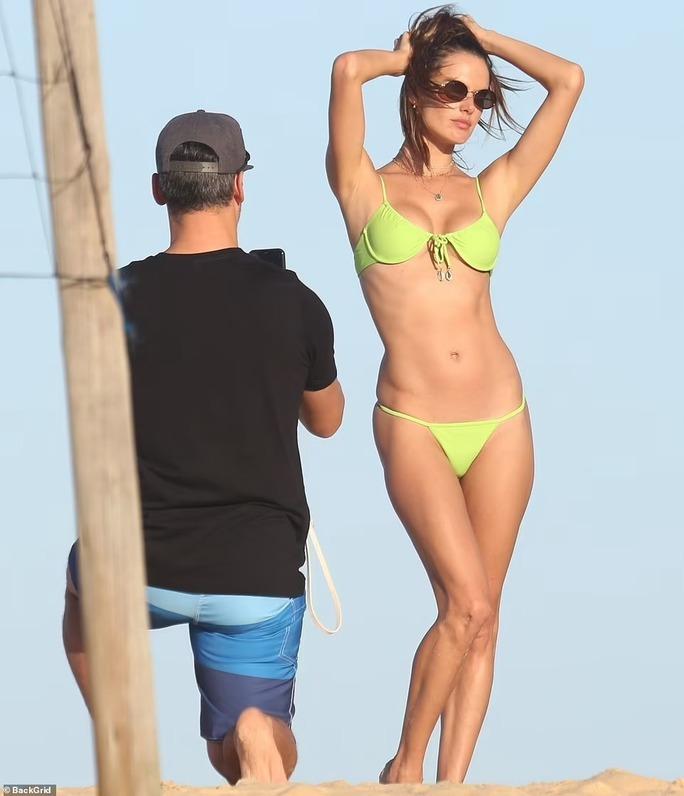 Siêu mẫu Alessandra Ambrosio khoe vẻ đẹp rạng ngời - Ảnh 6.