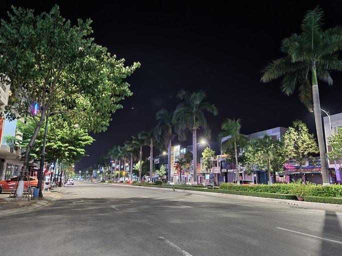 Đà Nẵng lập nhiều chốt kiểm soát, đường phố vắng người đi lại - Ảnh 12.