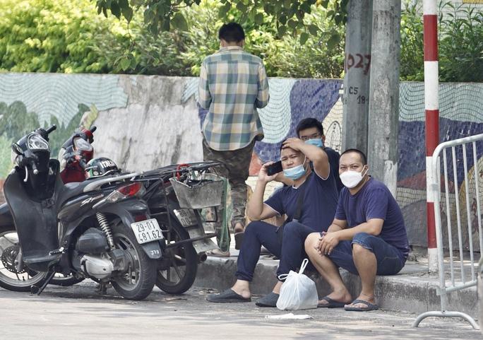 CLIP: Phong toả cả một phường ở Hà Nội vì Covid-19 - Ảnh 9.
