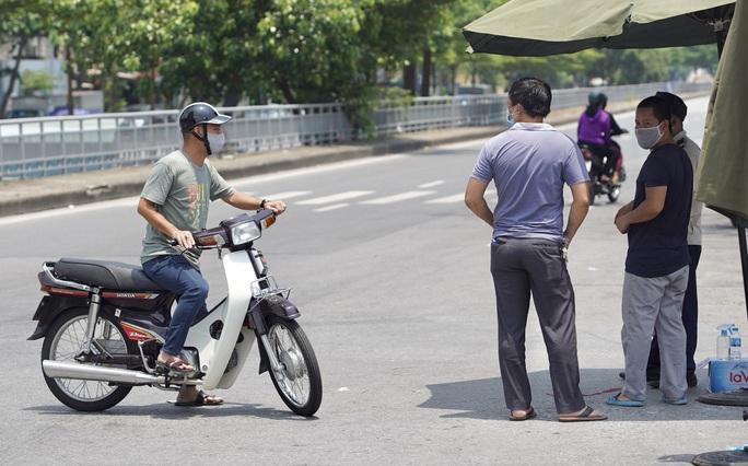 CLIP: Phong toả cả một phường ở Hà Nội vì Covid-19 - Ảnh 8.