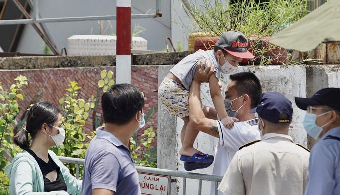 CLIP: Phong toả cả một phường ở Hà Nội vì Covid-19 - Ảnh 4.
