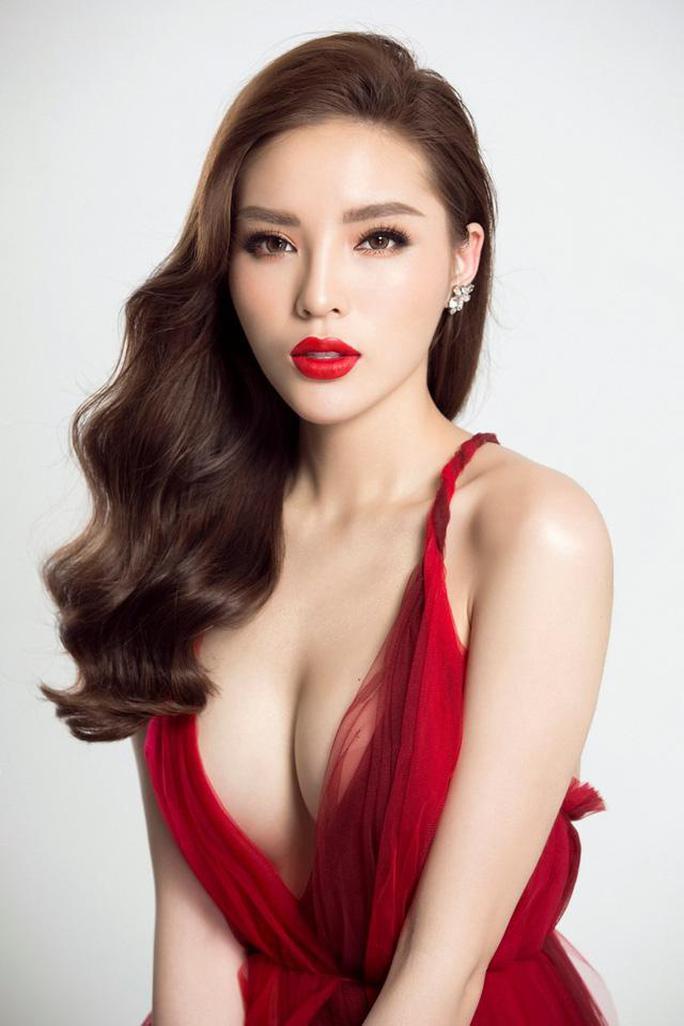Hoa hậu Kỳ Duyên lại bị chê vì ăn mặc phóng khoáng - Ảnh 7.