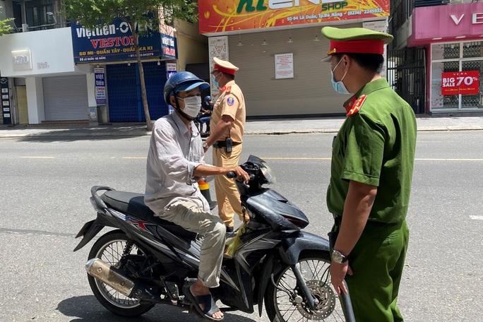 Đà Nẵng ban hành mẫu giấy đi đường trong thời gian giãn cách xã hội - Ảnh 2.