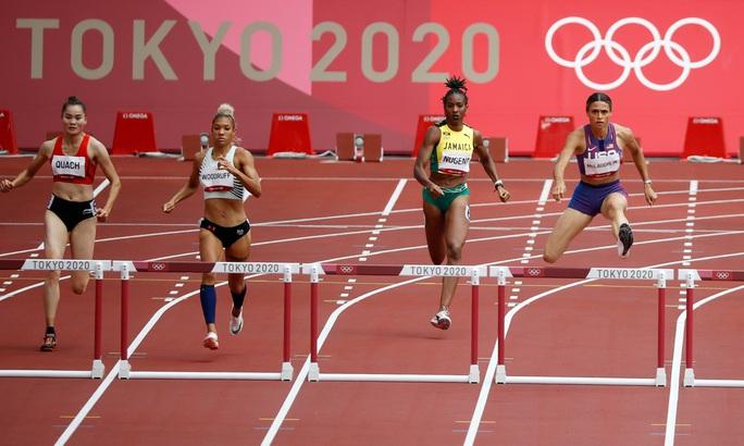 Olympic Tokyo ngày 31-7: Quách Thị Lan giành vé dự bán kết 400m rào nữ - Ảnh 1.