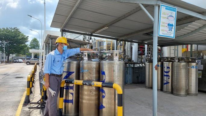 Cận cảnh nhà máy sản xuất ôxy cung cấp cho điều trị bệnh - Ảnh 8.