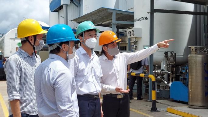 Cận cảnh nhà máy sản xuất ôxy cung cấp cho điều trị bệnh - Ảnh 1.