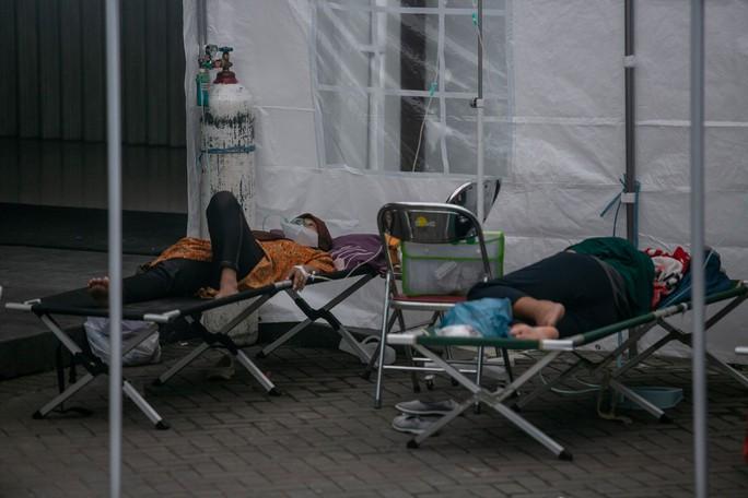 Covid-19 tại Indonesia: Bệnh viện ngậm ngùi nhìn 63 bệnh nhân tử vong - Ảnh 1.