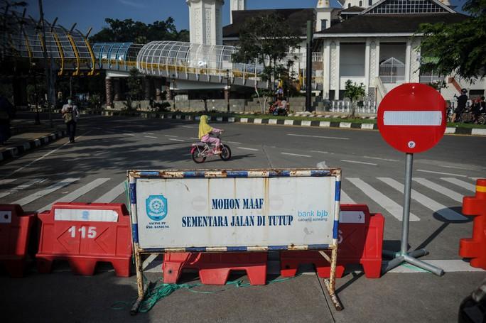 Covid-19 tại Indonesia: Bệnh viện ngậm ngùi nhìn 63 bệnh nhân tử vong - Ảnh 3.