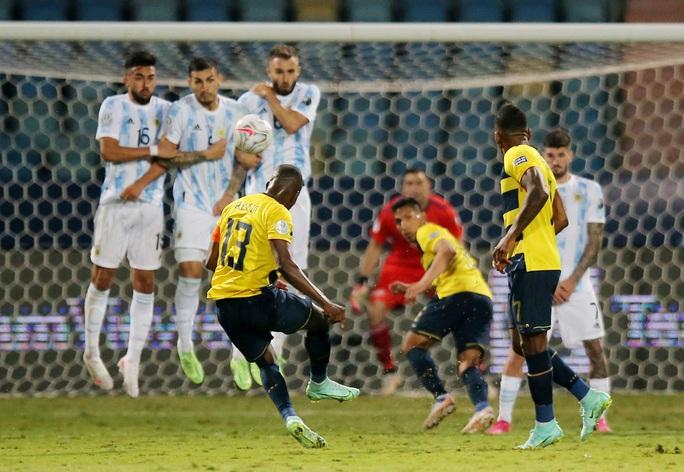 Messi trình diễn siêu hạng, Argentina hạ Ecuador vào bán kết Copa America - Ảnh 1.