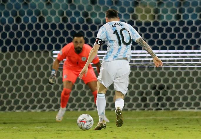 Messi trình diễn siêu hạng, Argentina hạ Ecuador vào bán kết Copa America - Ảnh 3.