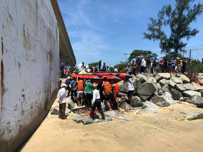 Để lại xe tay ga, nam thanh niên 25 tuổi nhảy cầu Thuận Phước tự tử - Ảnh 1.