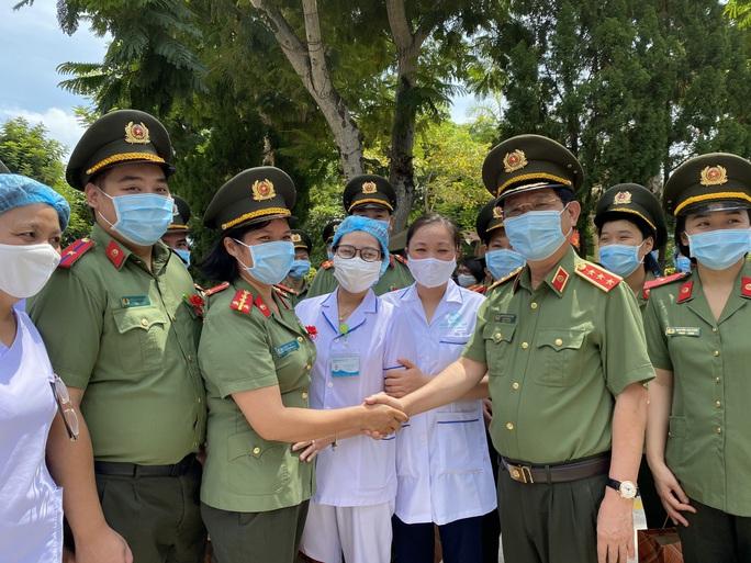 53 y, bác sĩ Đà Nẵng chi viện TP HCM chống dịch Covid-19 - Ảnh 1.