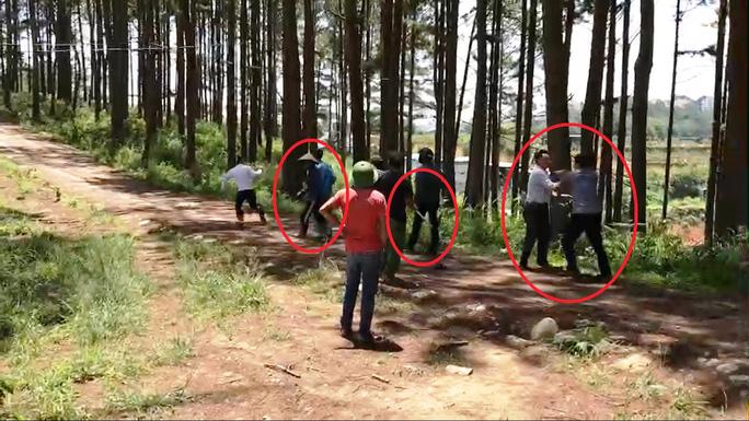 Đà Lạt: Bắt khẩn cấp kẻ chiếm đất rồi hành hung Phó chủ tịch phường - Ảnh 2.