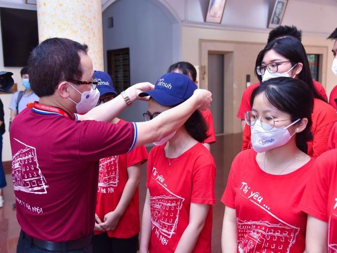 350 cán bộ, sinh viên Đại học Y Hà Nội vào Bình Dương hỗ trợ chống dịch Covid-19 - Ảnh 3.