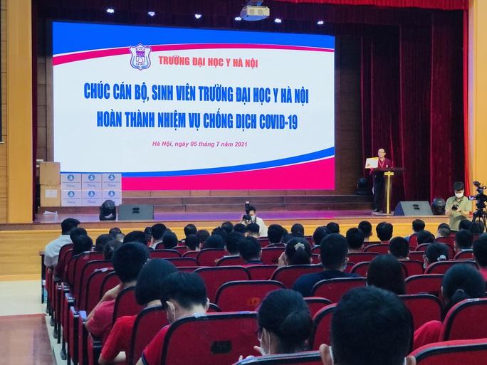 350 cán bộ, sinh viên Đại học Y Hà Nội vào Bình Dương hỗ trợ chống dịch Covid-19 - Ảnh 1.