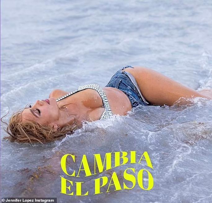 Jennifer Lopez quyến rũ ở tuổi 52 - Ảnh 5.