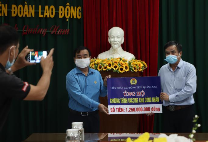 LĐLĐ Quảng Nam ủng hộ Chương trình Vắc-xin cho công nhân 1,25 tỉ đồng - Ảnh 1.