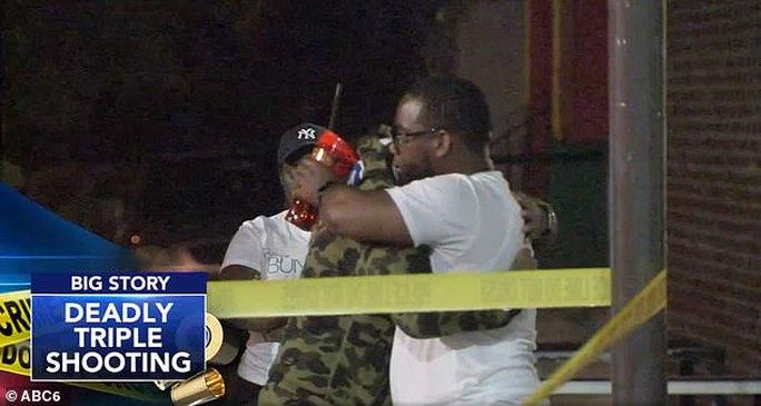 Mỹ: Bạo lực súng đạn thảm khốc quanh dịp quốc khánh - Ảnh 3.