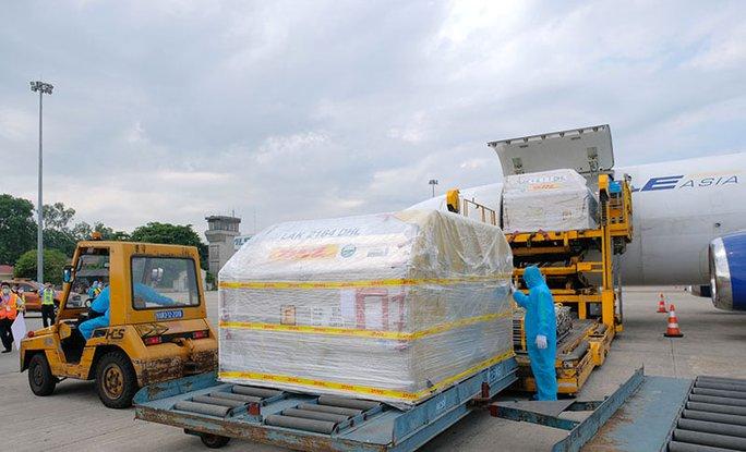 Lô đầu tiên vắc-xin Covid-19 của Pfizer/BioNtech đã về Việt Nam - Ảnh 2.