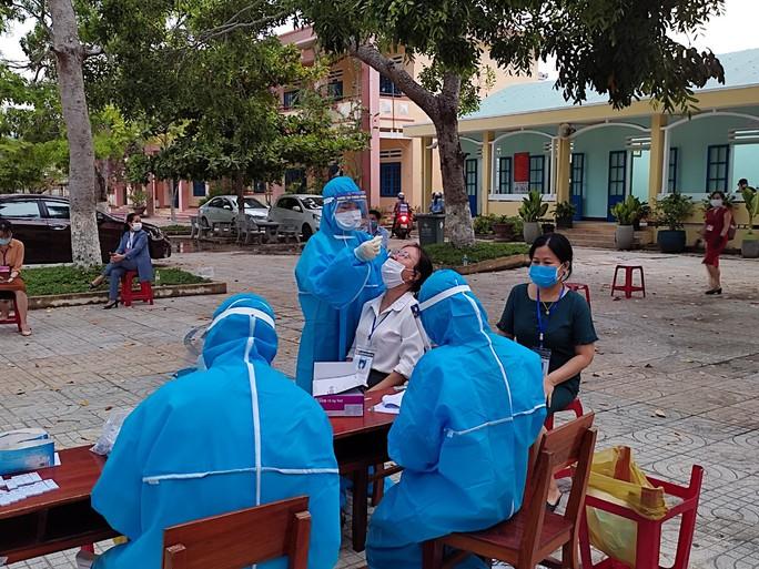 Hơn 1.000 mẫu xét nghiệm ở Núi Thành liên quan F0 ở Quảng Ngãi đã có kết quả - Ảnh 1.