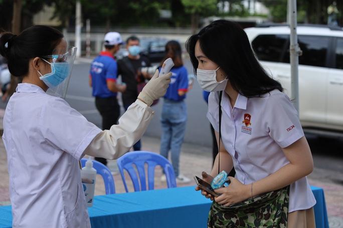 Khánh Hòa: Hai điểm thi tốt nghiệp THPT phải dừng giữa chừng vì Covid-19 - Ảnh 1.