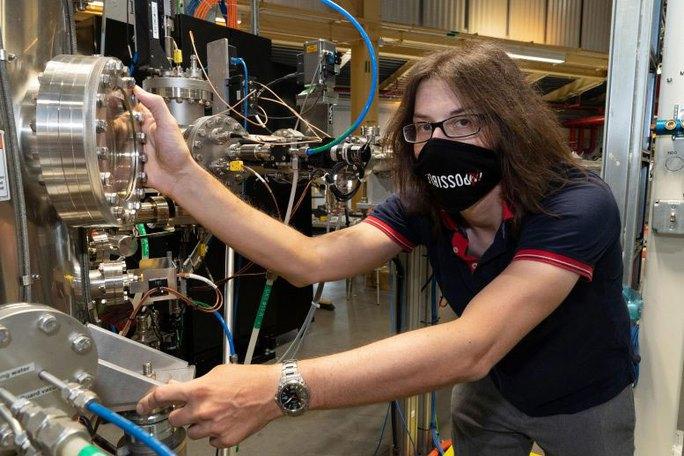 Bí mật về chất siêu dẫn mỏng nhất thế giới - Ảnh 1.