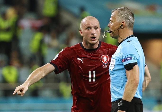 Trọng tài giàu nhất thế giới sẽ điều hành trận chung kết Euro 2020 Anh - Ý - Ảnh 1.