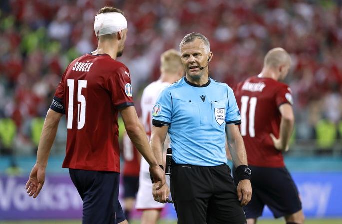 Trọng tài giàu nhất thế giới sẽ điều hành trận chung kết Euro 2020 Anh - Ý - Ảnh 2.