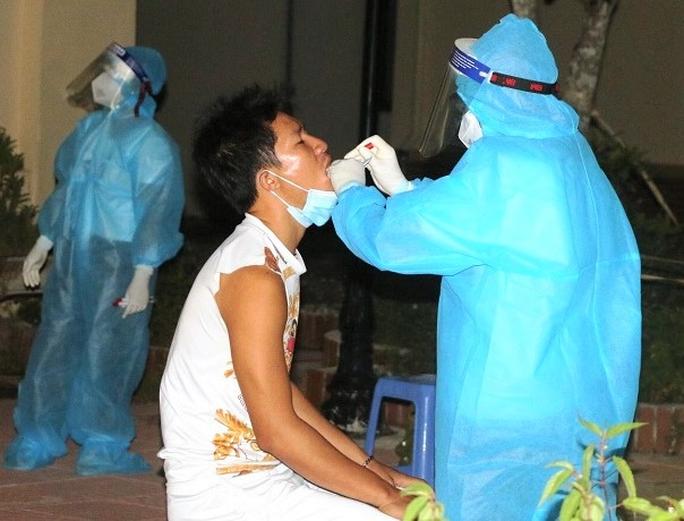 Nữ nhân viên nhà hàng từ TP HCM về Thanh Hóa dương tính SARS-CoV-2 - Ảnh 1.