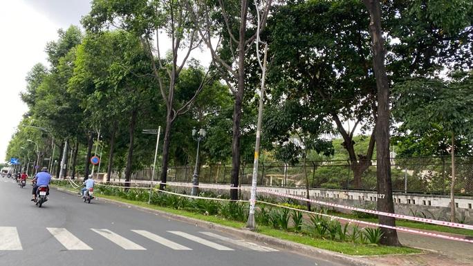 Đặc tả quán cơm Xã Hội Nụ Cười 1 trên đường Trần Hưng Đạo, quận 5 ngày đầu giãn cách - Ảnh 7.