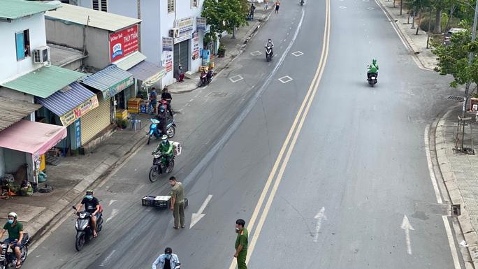 Đặc tả quán cơm Xã Hội Nụ Cười 1 trên đường Trần Hưng Đạo, quận 5 ngày đầu giãn cách - Ảnh 5.