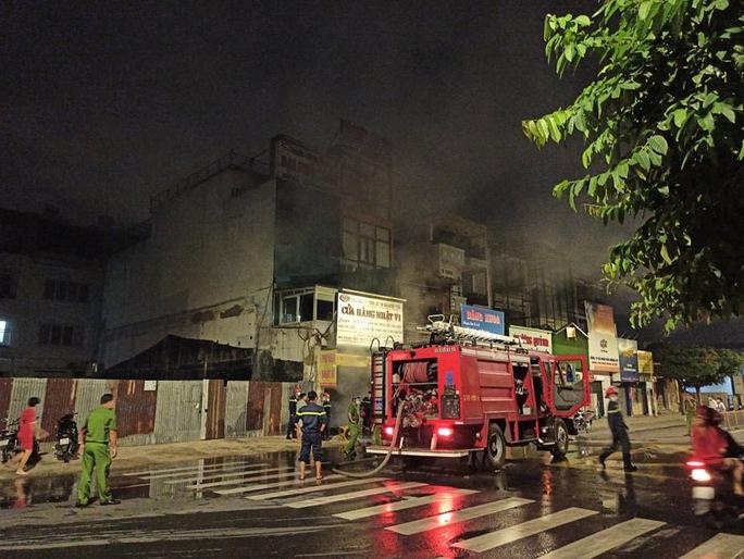 Cháy nhà số 1005  Phan Văn Trị,  quận Gò Vấp - TP HCM - Ảnh 2.