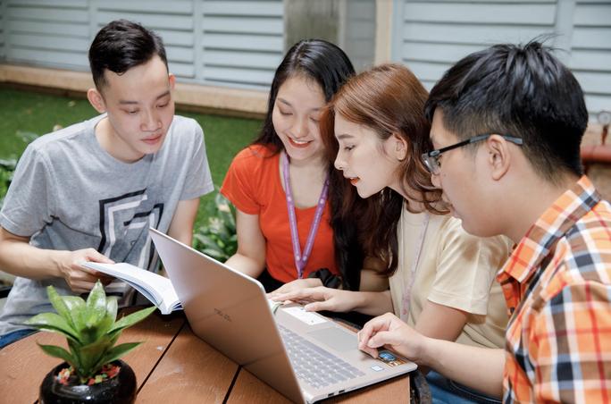 Trường ĐH Kinh tế TP HCM dành 25 tỉ đồng hỗ trợ sinh viên - Ảnh 1.