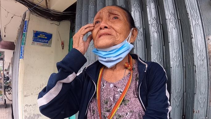 Đặc tả quán cơm Xã Hội Nụ Cười 1 trên đường Trần Hưng Đạo, quận 5 ngày đầu giãn cách - Ảnh 1.