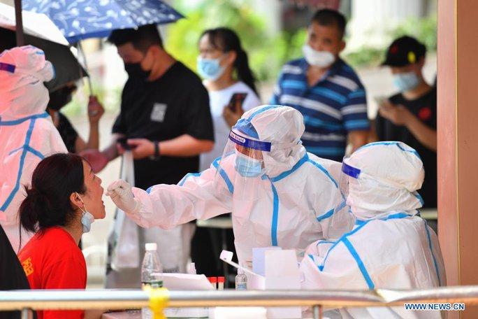Trung Quốc: Ca mắc Covid-19 tiếp tục tăng, hàng triệu người xét nghiệm - Ảnh 1.