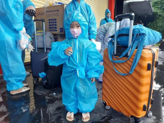 Quảng Nam tiếp tục đón đồng hương về quê bằng ôtô, máy bay - Ảnh 2.
