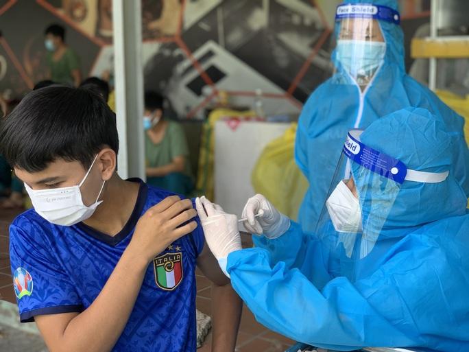 TP HCM: TP Thủ Đức ra quân tiêm vắc-xin Covid-19 lưu động - Ảnh 5.