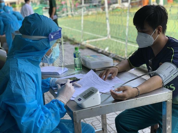 TP HCM: TP Thủ Đức ra quân tiêm vắc-xin Covid-19 lưu động - Ảnh 4.