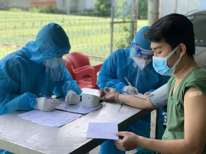 TP HCM: TP Thủ Đức ra quân tiêm vắc-xin Covid-19 lưu động - Ảnh 6.